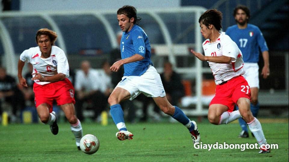 Alessandro Del Piero su dung giay da banh Adidas Predator de choi bong