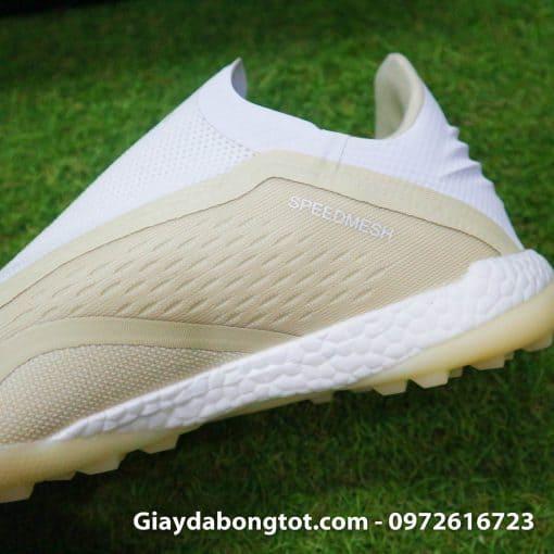 Giay da bong san co nhan tao khong day sieu nhe Adidas X18+ mau trang sua (6)