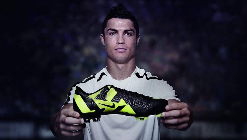 Giày đá bóng làm bằng da nhân tạo Synthetic có trọng lượng nhẹ