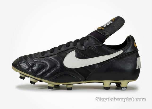 Giày đá bóng Nike Tiempo Premier M được ra mắt vào những năm 1994 thế kỷ trước