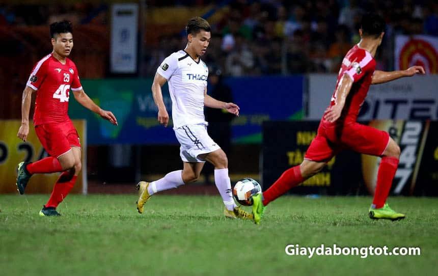 Văn Thanh trở lại sân cỏ với giày đá bóng Nike Mercurial Vapor XII Neymar màu vàng