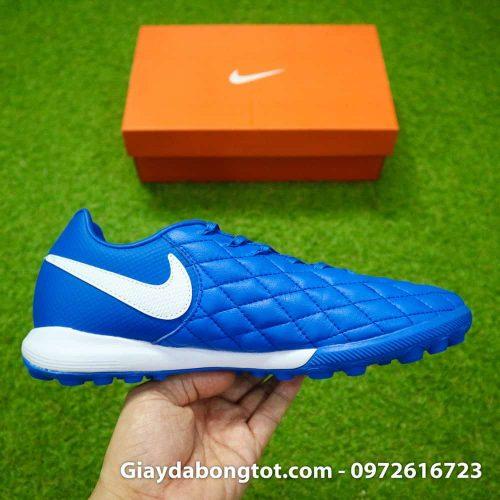 Các đường may tạo nên vẻ đẹp tự nhiên của giày đá bóng da mêm Ronaldinho màu xanh dương