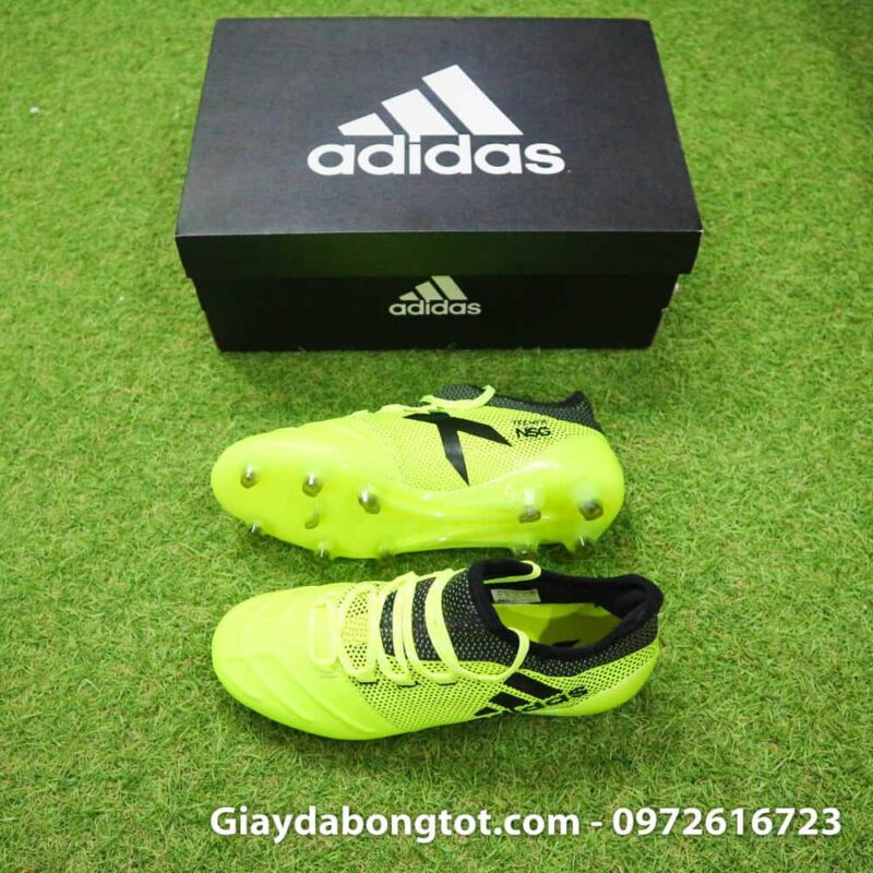 Giày đá bóng Adidas X17.1 với lớp da êm mềm sẽ mang lại cảm giác thoải mái kể cả với chân bè ngang