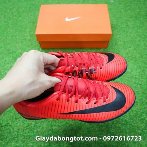 Giày trẻ em Nike Mercurial với form giày đẹp mắt, mũi giày được khâu chắc chắn, độ bền cao