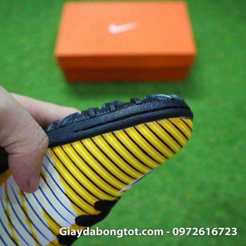 Mũi giày đá bóng trẻ em được khâu chắc chắn, đường khâu chìm nên khó nhìn trên ảnh