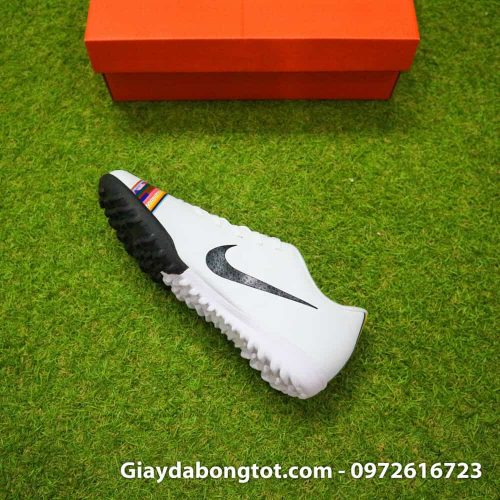 Giay san co nhan tao Nike Mercurial CR7 Level Up mau trang co thap (1)