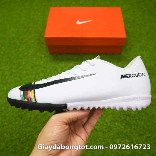 Giay san co nhan tao Nike Mercurial CR7 Level Up mau trang co thap (5)