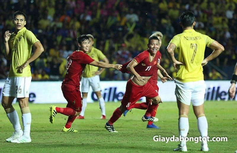 Anh Đức ghi bàn thắng cực kỳ quan trọng giúp đội tuyển Việt Nam giành chiến thắng King's Cup 2019