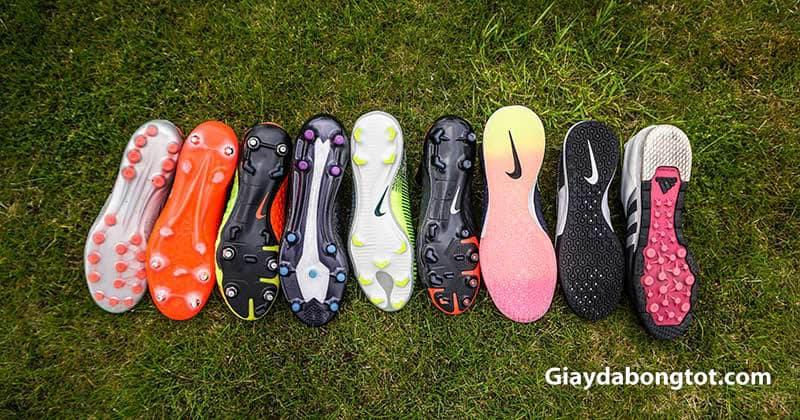 Giày đá bóng thường có rất nhiều loại đinh khác nhau trong đó phổ biến là đinh dăm TF