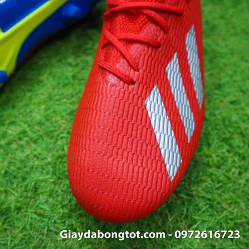 Giày đá banh Adidas X19.3 FG có lớp da làm bằng vải, phủ bên ngoài là lớp nhựa dẻo mỏng chống nước