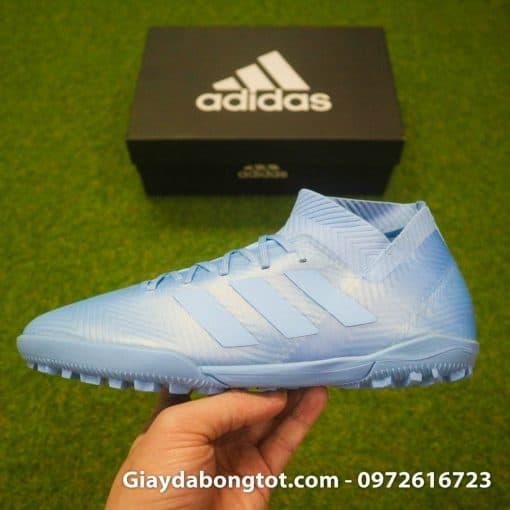 Form giày ôm chân của Adidas Nemeziz 18.3 TF màu xanh dương nhạt