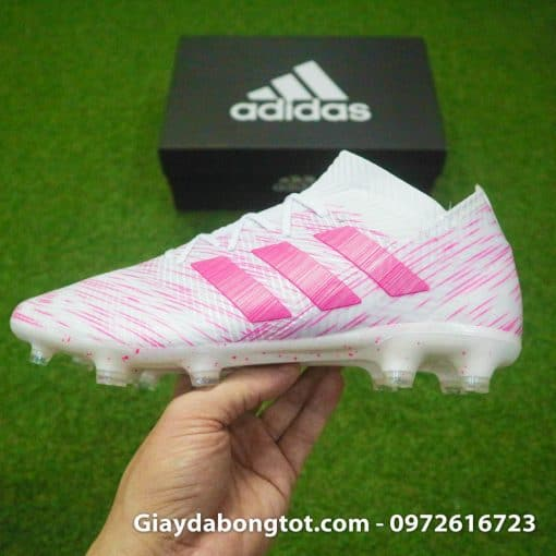 Thiết kế cổ thun ôm chân của giày Adidas Nemeziz 18.1 FG màu hồng trắng