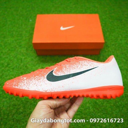 Giày đá bóng sân cỏ nhân tạo Nike Mercurial có thiết kế form giày thon gọn đẹp mắt