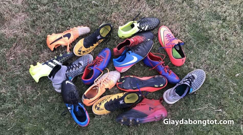Giày đá bóng có rất nhiều loại với form giày khác nhau chứ không phải đôi nào cũng giống đôi nào