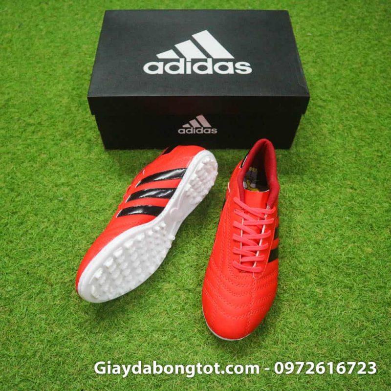 Giày bóng đá phủi 3 sọc hỗ trợ bám sân cực tốt trên mặt sân cỏ nhân tạo