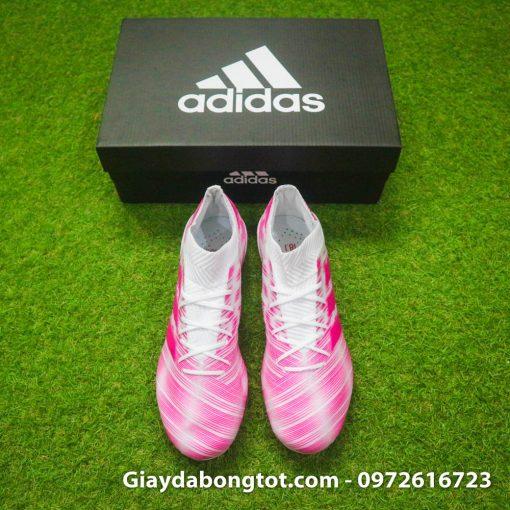 Mang đôi giày đá bóng Adidas màu hồng này lên sân thì chắc chắn sẽ nổi nhất sân