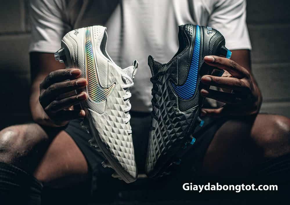 Với giày đá bóng da mềm giá rẻ cần lưu ý sử dụng tránh ẩm ướt quá nhiều để đảm bảo độ bền cho giày
