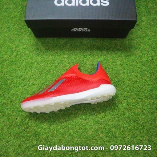 Trọng lượng nhẹ và thiết kế ôm chân giúp X18+ trở thành mẫu giày đá bóng Adidas được yêu thích nhất