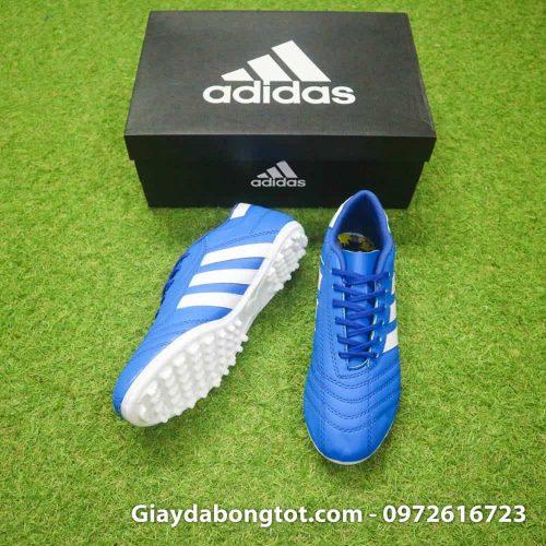 Giày đá banh phủi 3 sọc được giới bóng đá phủi ưa thích lựa chọn với thiết kế đơn giản