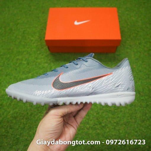 Giày đá bóng Nike Mercurial sân cỏ nhân tạo với form giày thon gọn hỗ trợ di chuyển và sút bóng tốt