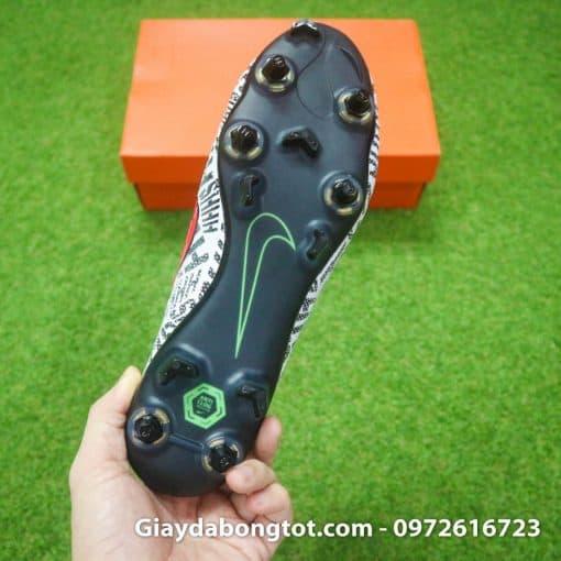 Trải nghiệm giày đá bóng đinh sắt SG Pro với 6 đinh sắt và 5 đinh nhựa