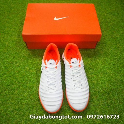 Form giày thoải mái êm chân khiến giày đá banh Nike Tiempo X 7 Pro khá hợp với chân bè mập