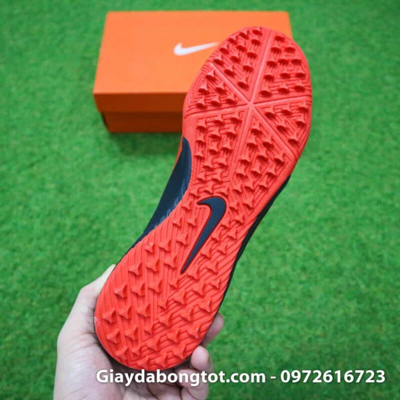 Giay bong da Nike Phantom Venom TF den vach do tien dao (11)