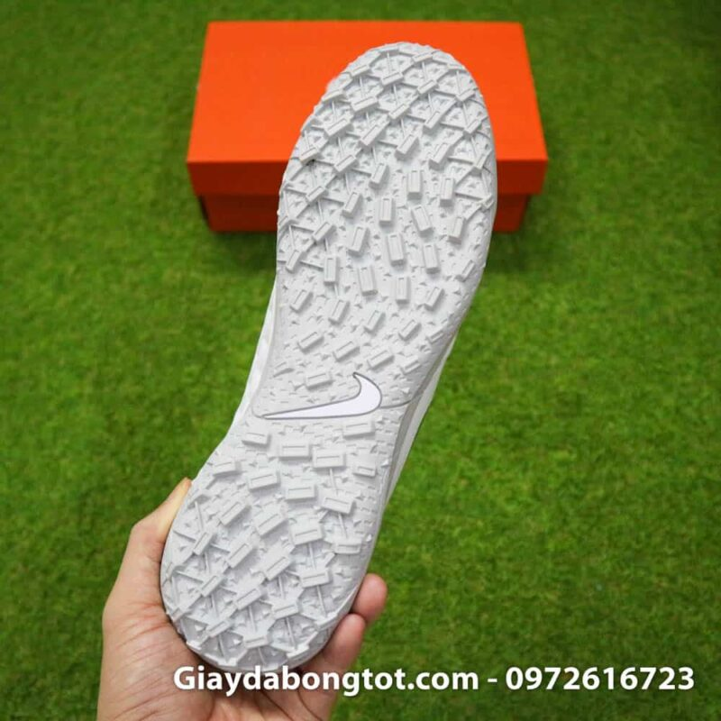 Giay bong da chan be Nike Tiempo 8 TF mau trang toan than (10)