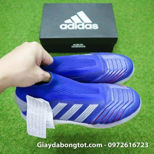 Giày đá bóng không dây Adidas Predator với form giày thoải mái phù hợp với nhiều kiểu bàn chân