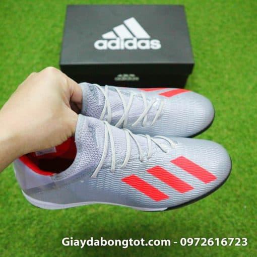 Da giày Adidas X19.3 TF là loại da vải phủ bên ngoài là một lớp nhựa rất mỏng chống nước