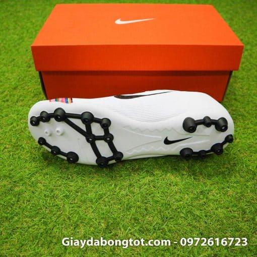 Giày đá bóng đinh AG hỗ trợ bám sân tốt trên các mặt sân cỏ nhân tạo dày hoặc trời mưa sân trơn