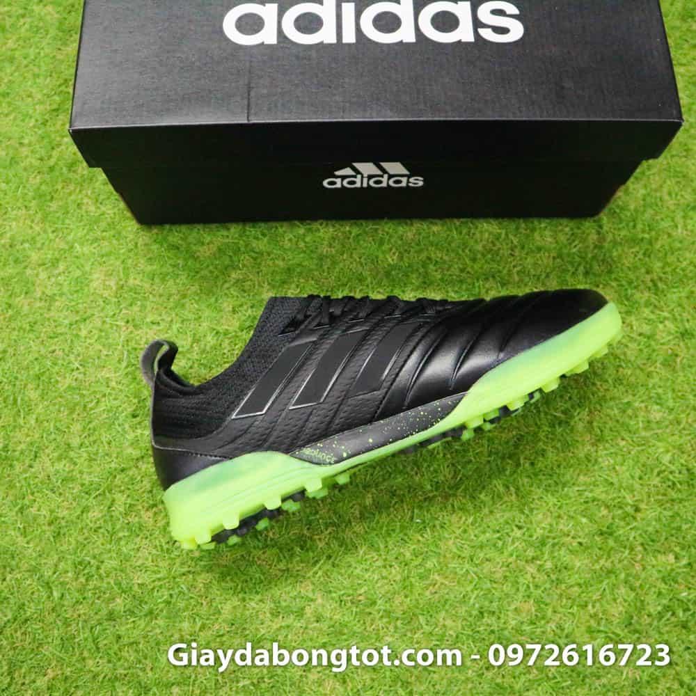 Đế giày sân cỏ nhân tạo Copa 19.1 TF bám sân cực tốt và chắc chân