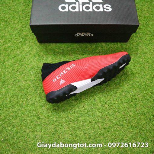 Thiết kế của giày bóng đá không dây Nemeziz 19.3 TF rất thon gọn hỗ trợ xử lý, sút bóng tốt hơn