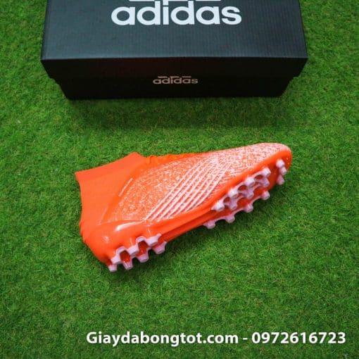Trải nghiệm giày đinh AG trên sân cỏ nhân tạo với form giày đẹp mắt như giày của cầu thủ chuyên nghiệp
