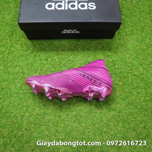 Nemeziz 19+ FG màu hồng sẽ mang lại sự khác biệt hoàn toàn trên sân cỏ