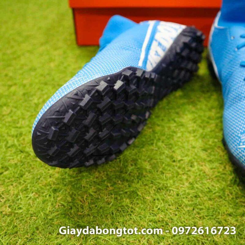 Thiết kế giày đinh dăm TF hỗ trợ bám sân cực tốt của giày Nike cao cổ Superfly 7 Academy