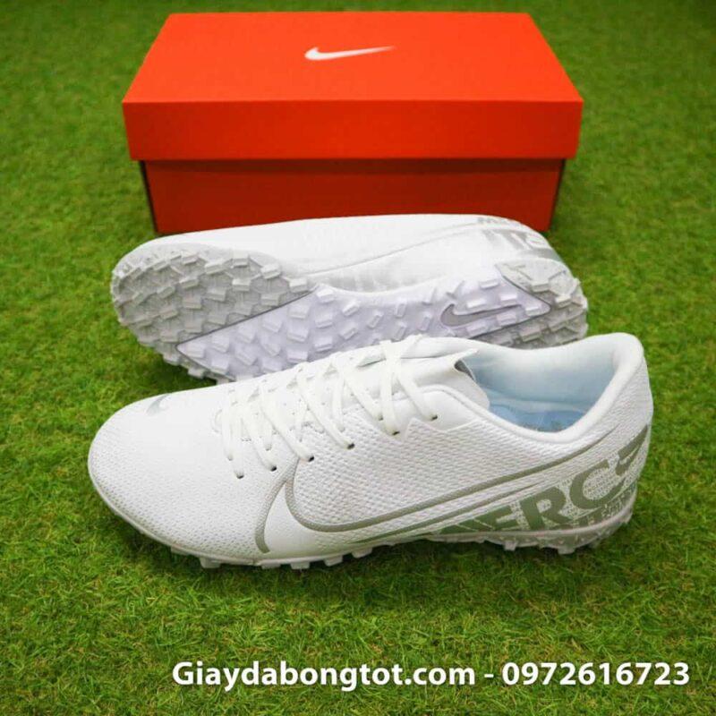Giày sân cỏ nhân tạo Nike Mercurial Vapor 13 TF màu trắng với thiết kế thon gọn đẹp mắt