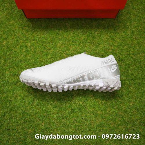 Giay da bong Nike Mercurial Vapor 13 TF mau trang white out 2019 sieu nhe (5)