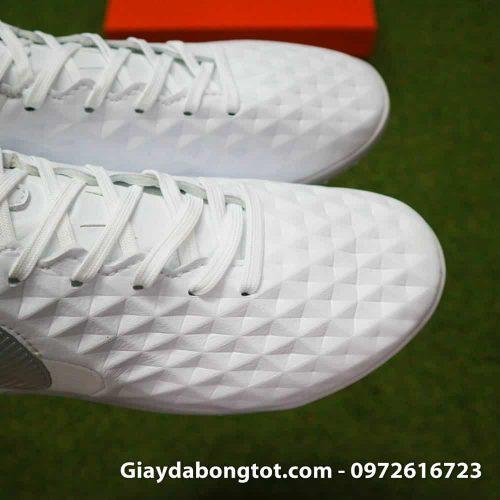 Thiết kế da sần trên bề mặt giúp giày Nike Tiempo X 8 Pro hỗ trợ kiểm soát, đỡ bóng tốt hơn