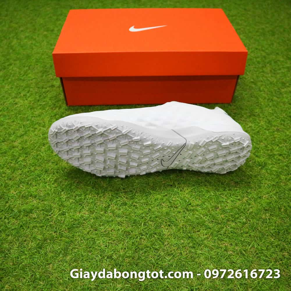 Phiên bản giày Nike Tiempo X 8 Pro TF có đế giày được thiết kế với độ bám sân tốt