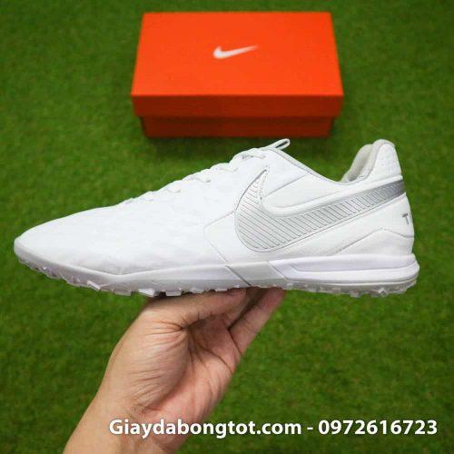 Thế hệ mới giày Nike Tiempo X 8 Pro với form giày thon gọn hơn nhiều so với phiên bản trước đó
