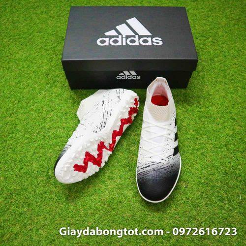 Giày đá bóng Adidas Nemeziz 18.3 TF trắng đen có form giày thoải mái nhưng rất ôm chân