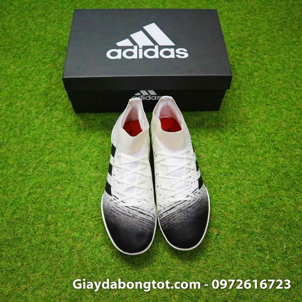 Da giày mỏng mềm mang lại sự thật chân khi chơi bóng trên sân cỏ nhân tạo
