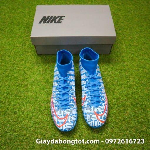 Cổ thun của giày Nike CR7 cao cổ có độ co giãn tốt mang lại cảm giác thoải mái cho người mang giày