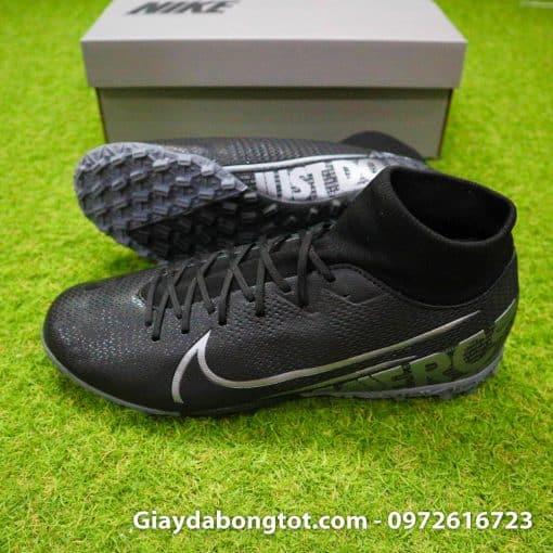 Với cổ thun co giãn nhẹ nhàng khiến giày Nike cao cổ Superfly 7 hợp cả với các bạn có bàn chân bè mập