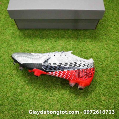 Phiên bản giày đinh cao FG giống với giày thi đấu của Neymar