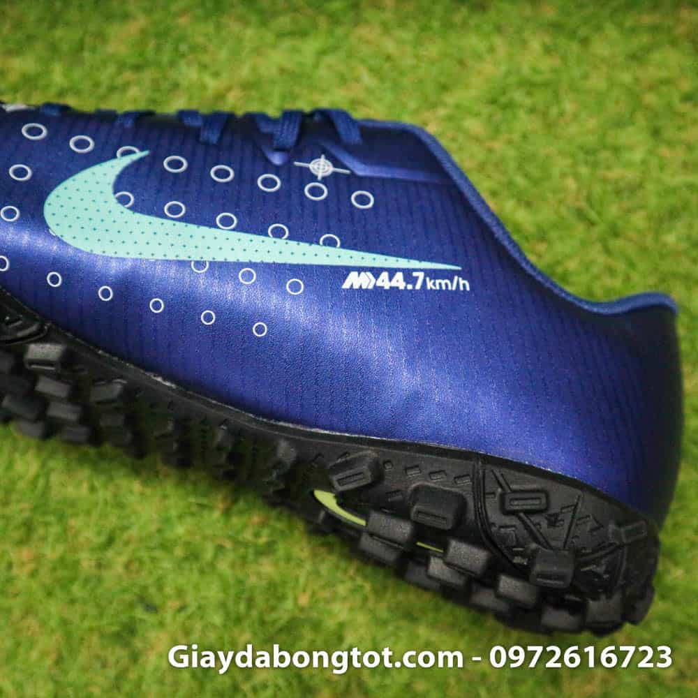 Đôi giày đá bóng được thiết kế để kỷ niệm tốc độ tuyệt vời của Ronaldo CR7 44,7km/h