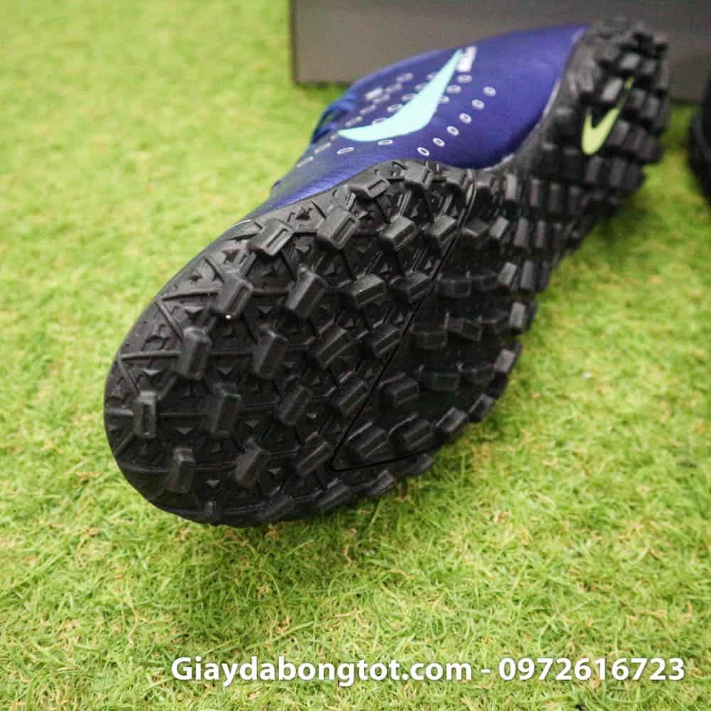 Thiết kế đế giày đinh dăm TF hỗ trợ bám sân cực tốt trên mặt sân cỏ nhân tạo