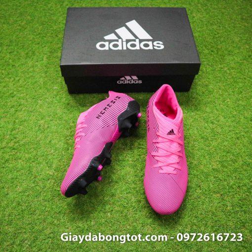 Thiết kế đơn giản mang lại vẻ đẹp tuyệt vời cho đôi giày đá banh màu hồng Nemeziz 19.3 FG
