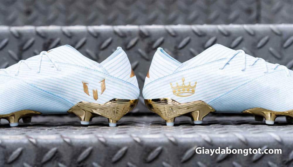 Vương miện ghi dấu 5 danh hiệu quả bóng vàng cùng logo chữ M của Messi